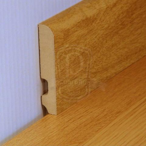 rodapié madera barnizada y mdf